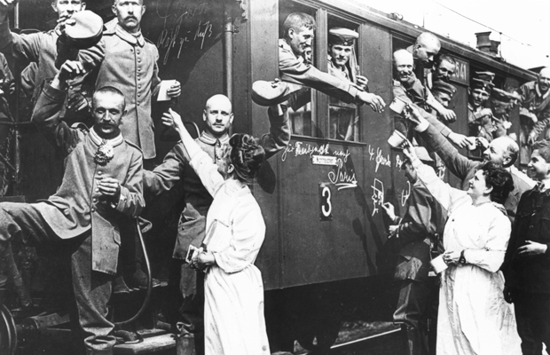 Deutsche Soldaten fahren mit der Eisenbahn an die Front, 1914