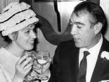 Anthony Quinn mit seiner zweiten Frau Yolanda Addolori, 1966