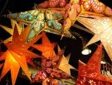 Leuchtende Sterne beim Christkindlmarkt am Marienplatz