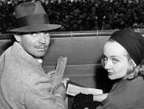 Clark Gable und die Schauspielerin Carole Lombard beim Pferderennen, 1938