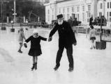 Im Wiener Eislaufverein, um 1935