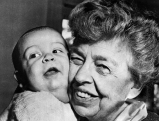 Eleanor Roosevelt mit ihrem Urenkel Nick van Seagraves, 1950