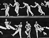 Fred Astaire tanzt mit einem Textbuch in der Hand, 1935
