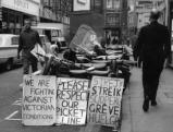 Plakate eines Streiks