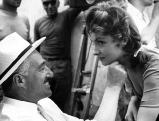 Gina Lollobrigida mit Vittorio de Sica bei Dreharbeiten, 1954