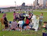 Palaestinensiche Familie am Charles Clore Garden in Tel Aviv