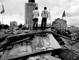 Jugendliche schauen auf den Taksim-Platz