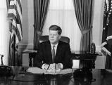 Der amerikanische Praesident John F. Kennedy an seinem ersten Arbeitstag, 1961