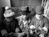 Joseph Beuys mit seiner Tochter Jessyka und seinem Sohn Wenzel, 1968