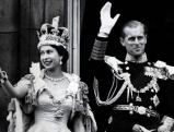 Koenigin Elizabeth II. mit Krone, 1953