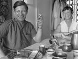 Helmuth Schmidt und seine Ehefrau Loki am Brahmsee, 1970