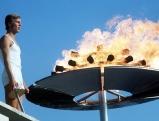 Guenther Zahn entzuendet das Olympische Feuer bei der Eroeffnung am 26. August 1972
