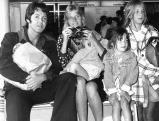 Paul und Linda McCartney mit ihren Kindern James, Mary and Stella 1974