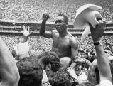 Pele jubelt nach dem Sieg der Brasilianer im Finale der Fussball-WM, 1970