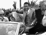 Pele winkt Fans aus einem Cabrio in Nizza zu, 1977