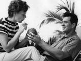 Rock Hudson mit seiner Ehefrau Phyllis Gates in den Flitterwochen, 1955