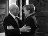 Shimon Perres und Angela Merkel, 2011
