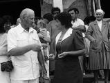 Thor Hayerdahl mit Inselbewohnern auf der Osterinsel, 1986