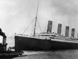Die Titanic bei der Jungfernfahrt im Hafen von Southampton