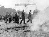 Demonstranten verbrennen Sektorenschilder