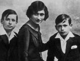 Yves Montand mit seinen Geschwistern Lydia und Julien, 1931