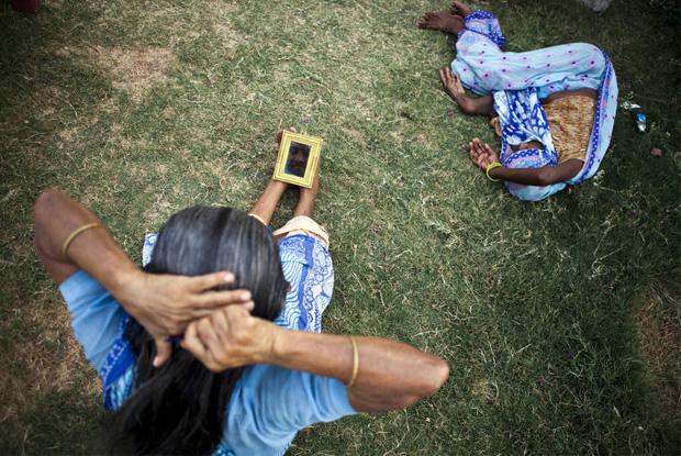 Inderin kämmt Haare
