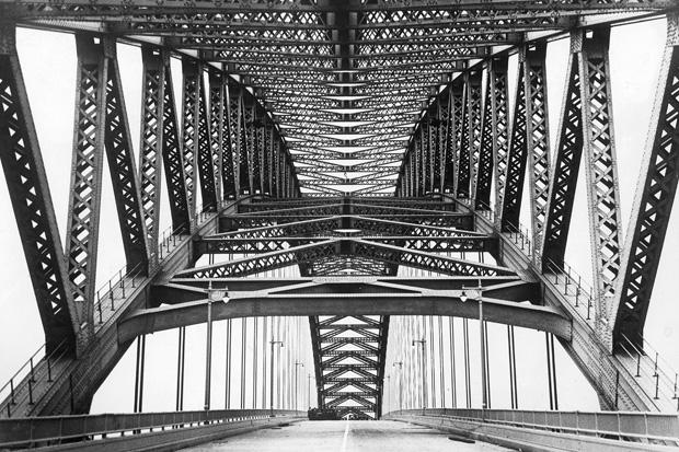 Stahlbrücke bei Bayonne in den USA, 1923
