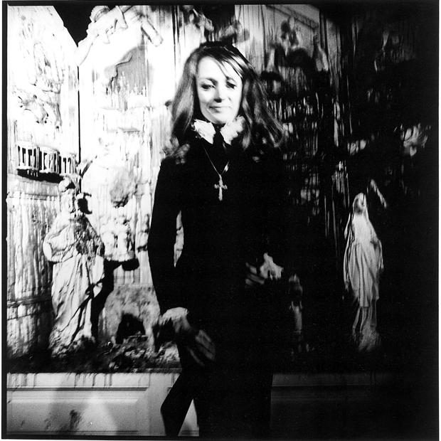 Niki de Saint Phalle in der Galleria Vittonio, 1971