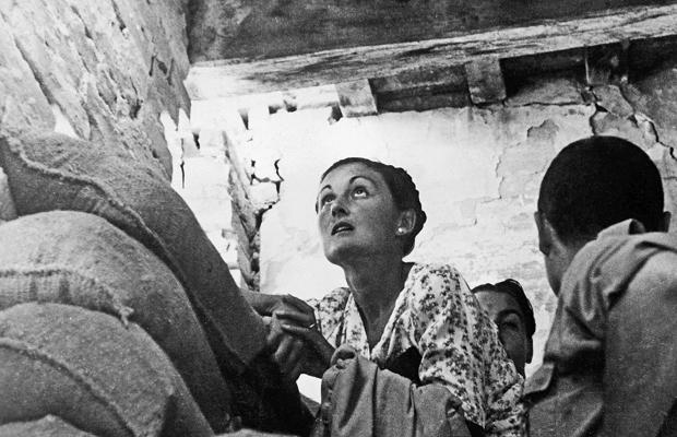 Zivilisten schützen sich vor Bombenangriffen, Madrid 1936-39