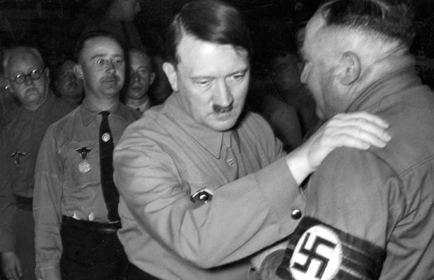 Adolf Hitler mit Christian Weber, 1935
