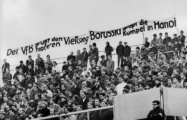 Pro-Vietcong Demonstration im Fußballstadion, 1967
