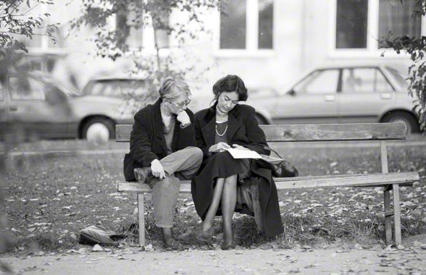 Die Übersetzerin Susanna Roth und die Lektorin Angela Martini-Wonde 1989 in Wien.