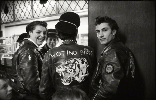 Biker im 'Ace Cafe' an der North Circular Road in London. Urhebervermerk: Max Scheler/SZ Photo.