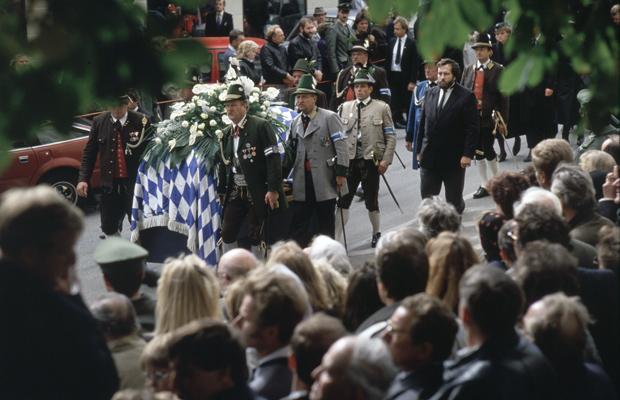 Trauerzug für den verstorbenen bayerischen Ministerpräsidenten Franz Josef Strauß in Rott am Inn am 8.10.1988
