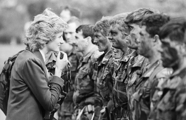DEUTSCHLAND, BERLIN, 18.10.1985, Lady Diana ( Di ) in Berlin, Besuch beim Royal Hampshire Regiment.
