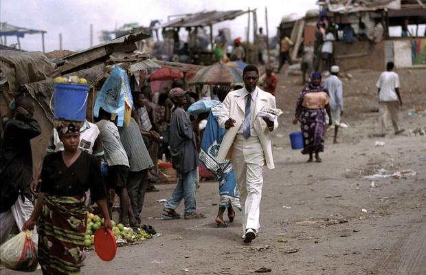 TANSANIA, DAR-ES-SALAAM, 03.06.1998, Markt in der tansanischen Hauptstadt Dar-es-salaam.