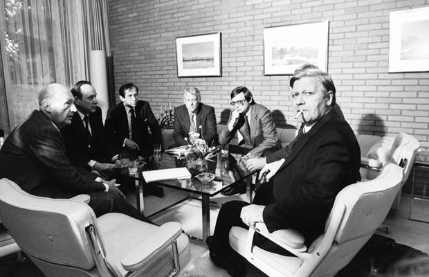 DEUTSCHLAND, BONN, 17.09.1969 Erstes Koalitionsgespräch zwischen Helmut SCHMIDT und Willy BRANDT ( SPD ) mit Hans-Dietrich GENSCHER und Günter Verheugen ( FDP ) im Kanzlerbungalow.
