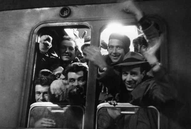 Arbeitnehmer aus Italien bei der Ankunft auf dem Hauptbahnhof in München.