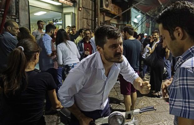 Palermo, fast umsonst und draußen: Am Abend trifft man sich am Vucciria-Markt in der winzigen Gasse Maccheronai