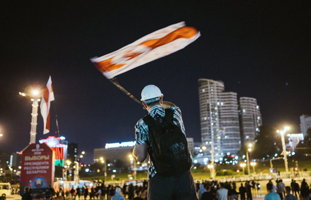 Präsidentschaftswahl in Weißrussland - Nachdem sich der Amtsinhaber Lukaschenko trotz des Verdachts von massivem Wahlbetrug zum Sieger erklärt hat, kommt es noch in der Wahlnacht zu Massenprotesten und schweren Auseinandersetzungen mit der Polizei. Minsk, Minskaja Oblast, Belarus, 09.08.2020
