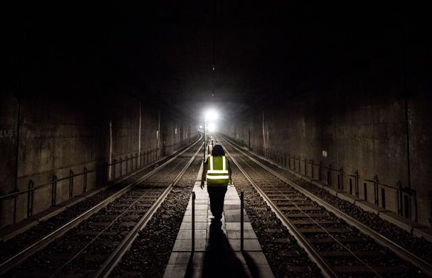 Sperrung der S-Bahn-Stammstrecke über das Wochenende zur Wartung von Schienen, Stromleitungen und Weichen.