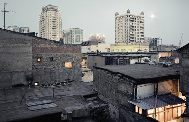 Mikrokosmen der Hofhäuser. Baku, Herbst 2008.