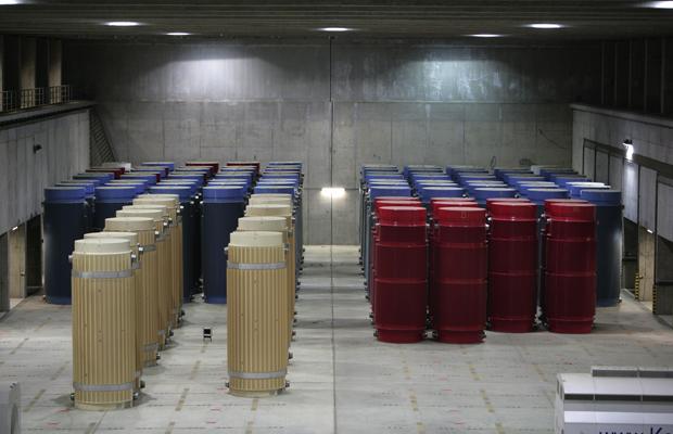 DEUTSCHLAND, Gorleben, 16.05.2011 Atommüll-Zwischenlager Gorleben: Castor-Behälter in der Lagerhalle des Zwischenlagers.