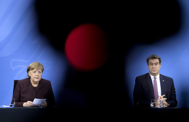 DEU, Deutschland, Germany, Berlin, 10.02.2021Bundeskanzlerin Angela Merkel und Markus Soeder, Ministerpraesident von Bayern CSU, waehrend der Pressekonferenz nach der Telefonschaltkonferenz mit den Regierungschefs der Laender zu Massnahmen zur Eindaemmung der Covid-19 Epidemie im Bundeskanzleramt in Berlin.