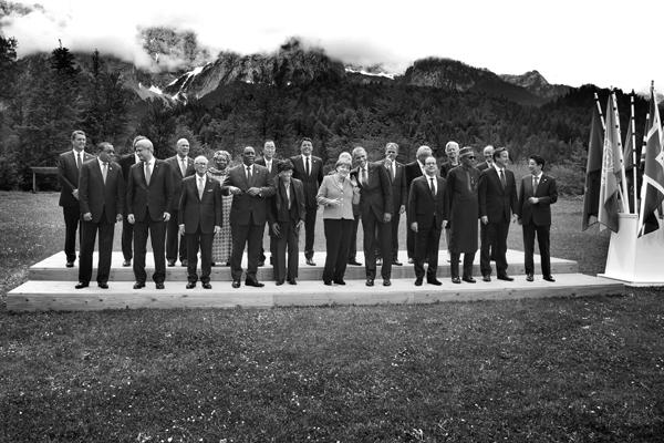 Elmau, 08.06.2015, G7-Gipfel, Angela Merkel und Barack Obama mit den Staats-und Regierungschefs der G7-Staaten sowie den Staatsgästen der Outreach-Konferenz auf Schloss Elmau.