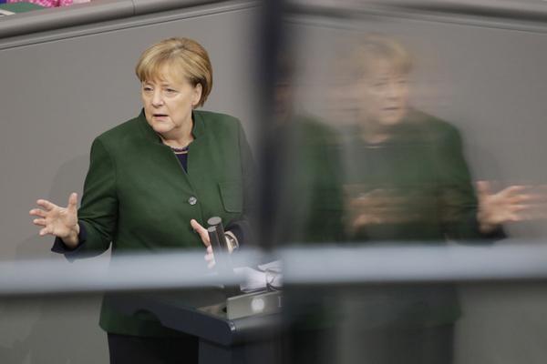 Berlin, Bundestag / Plenum, Generaldebatte im Bundestag, Foto: Angela Merkel, Bundeskanzlerin
